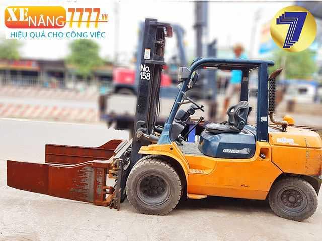 Xe nâng kẹp vuông toyota, Xe nâng kẹp giấy vuông, xe nâng kẹp phế liệu, xe nâng thùng carton